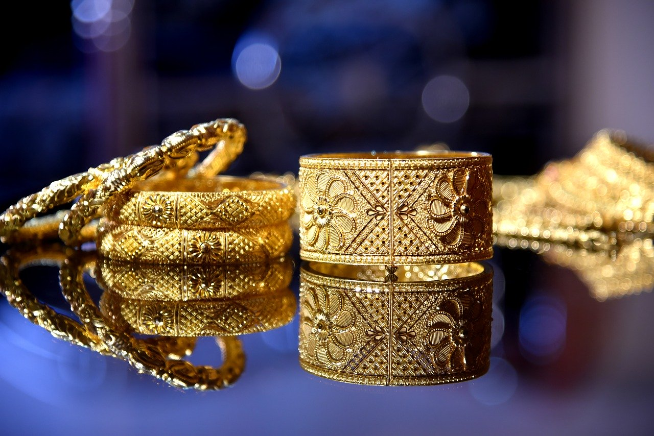 How to Clean Your Gold Jewelry