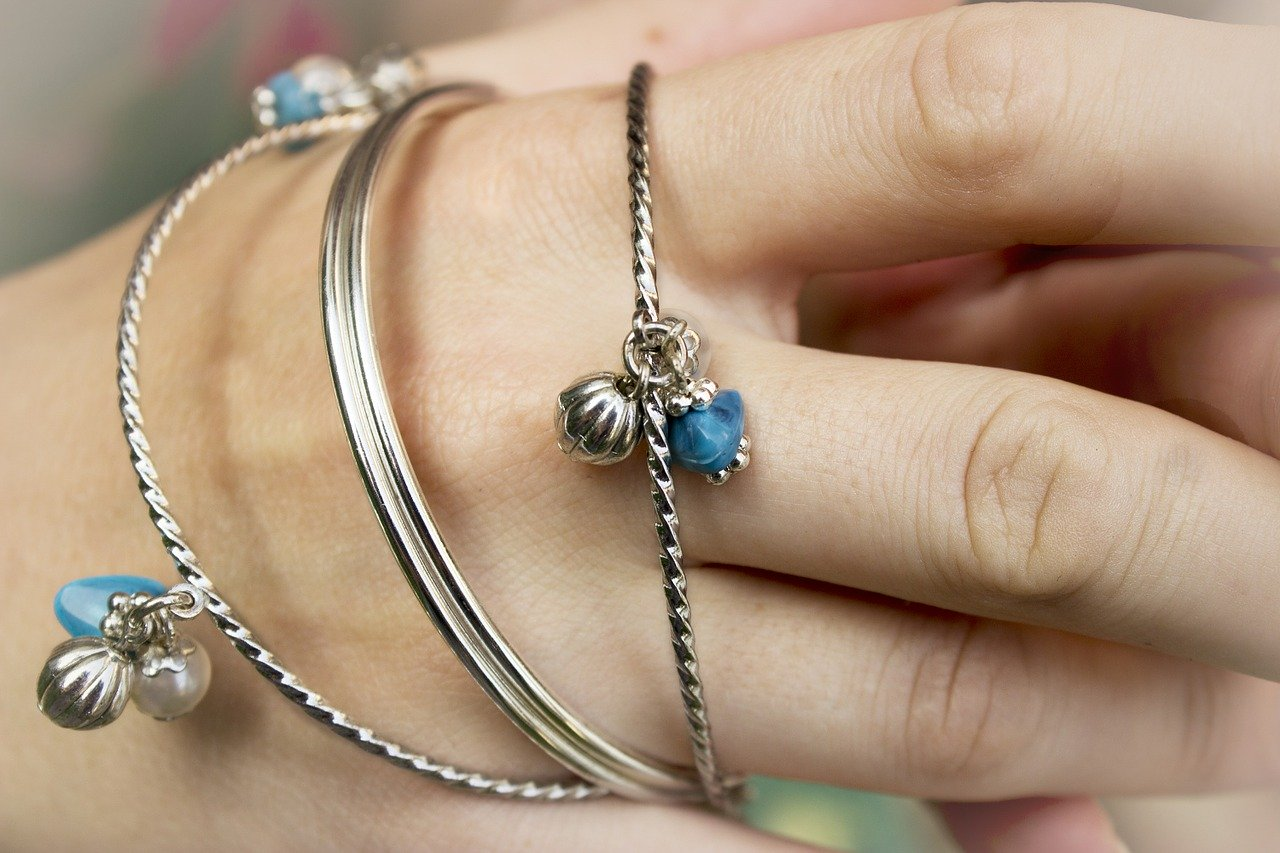 10 Things to Consider When Buying Jewelry as a Gift