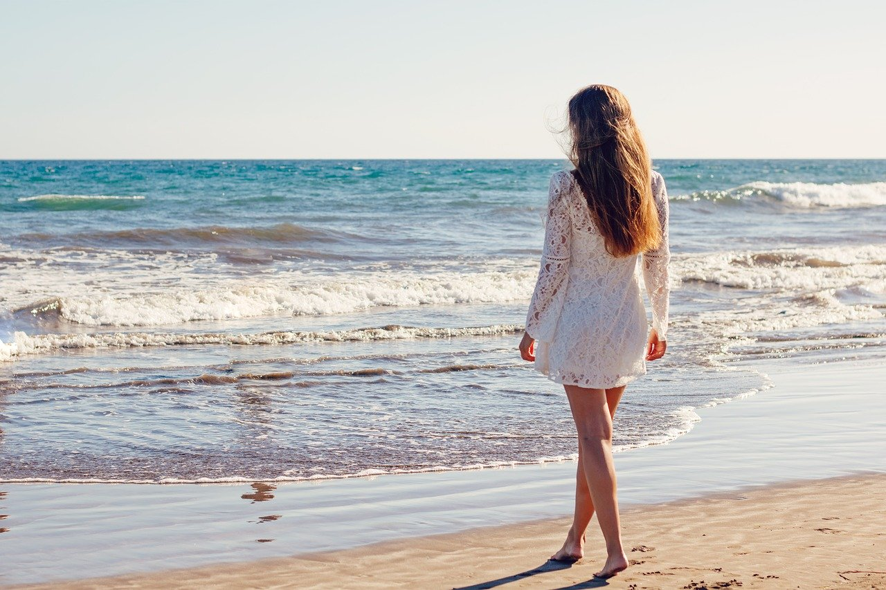 Wear Jewelry on the Beach? Read These Tips First!