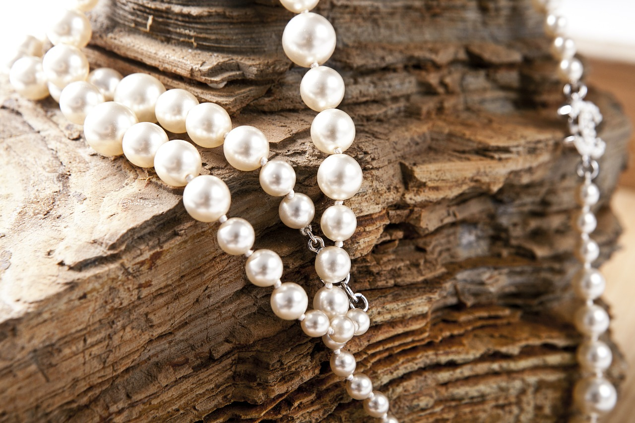 How to Know if Pearls are Genuine or Plastic
